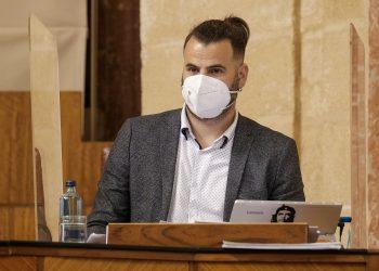 """Unidas Podemos ve """"intolerable"""" que RTVA """"regale"""" un programa en la radio a Arenzana, que negó la violencia machista en antena"""
