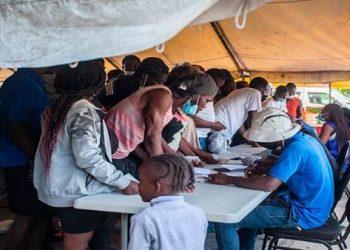 Denuncian que la mayoría de haitianos deportados son mujeres y niños