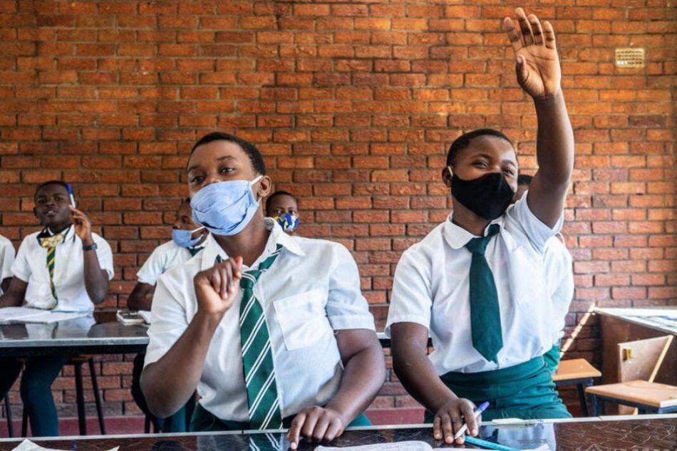Brechas críticas en la educación de los refugiados: Dos tercios de la juventud refugiada podría no llegar nunca a la escuela secundaria