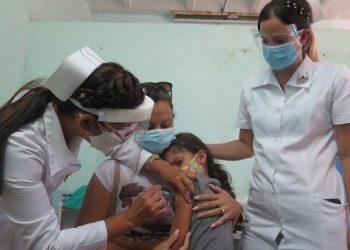 Cuba, primer país del mundo en comenzar la vacunación masiva en niños de dos a 11 años