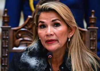 Justicia ordena mantener congeladas las cuentas bancarias de Áñez
