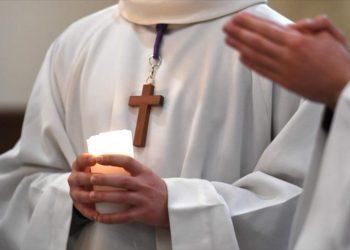 Informan de 216.000 víctimas de pederastas de Iglesia francesa