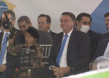 Condenan a Bolsonaro por usar a un niño en su política armamentista