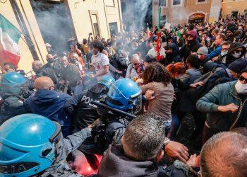 """IU traslada """"toda nuestra fuerza al conjunto de la clase obrera italiana y a la dirección del sindicato hermano CGIL"""" tras el asalto fascista a su sede"""