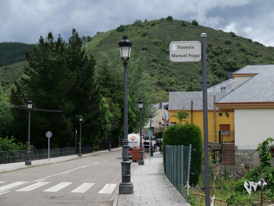 Molinaseca (León) mantiene la calle del franquista «Manuel Fraga»