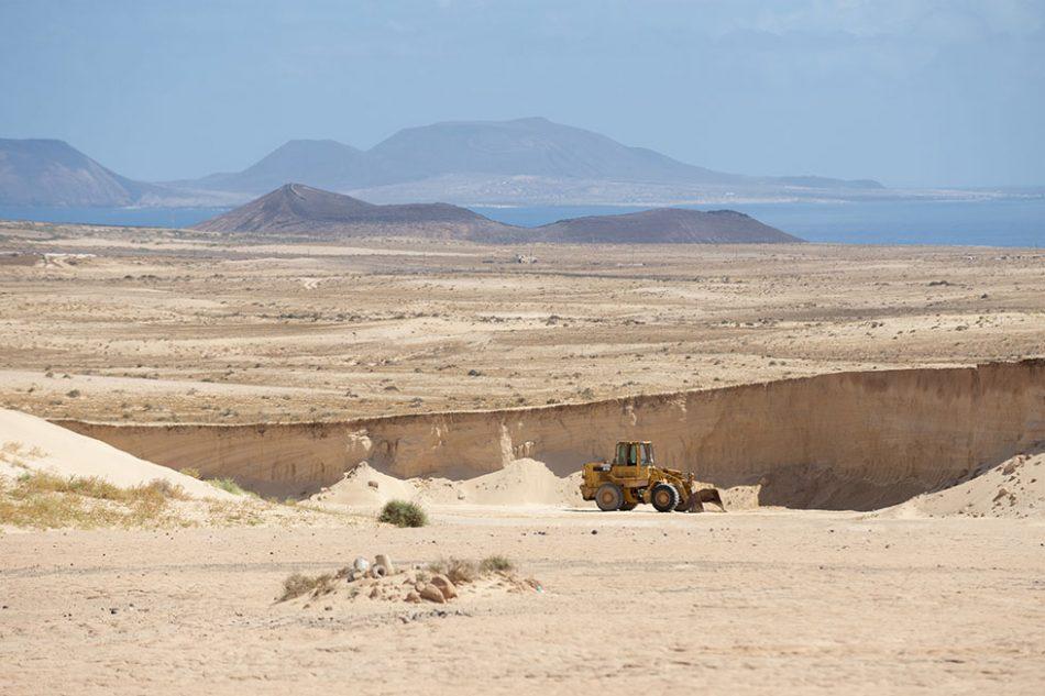 El Gobierno de Canarias reconoce que se han extraído áridos de manera ilegal en el Jable de Famara