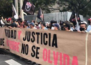 Marchan en México para conmemorar los 53 años de la matanza de Tlatelolco