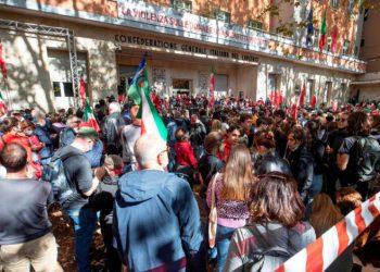 Condena unánime al asalto de la sede del sindicto CGIL por la extrema derecha en Roma