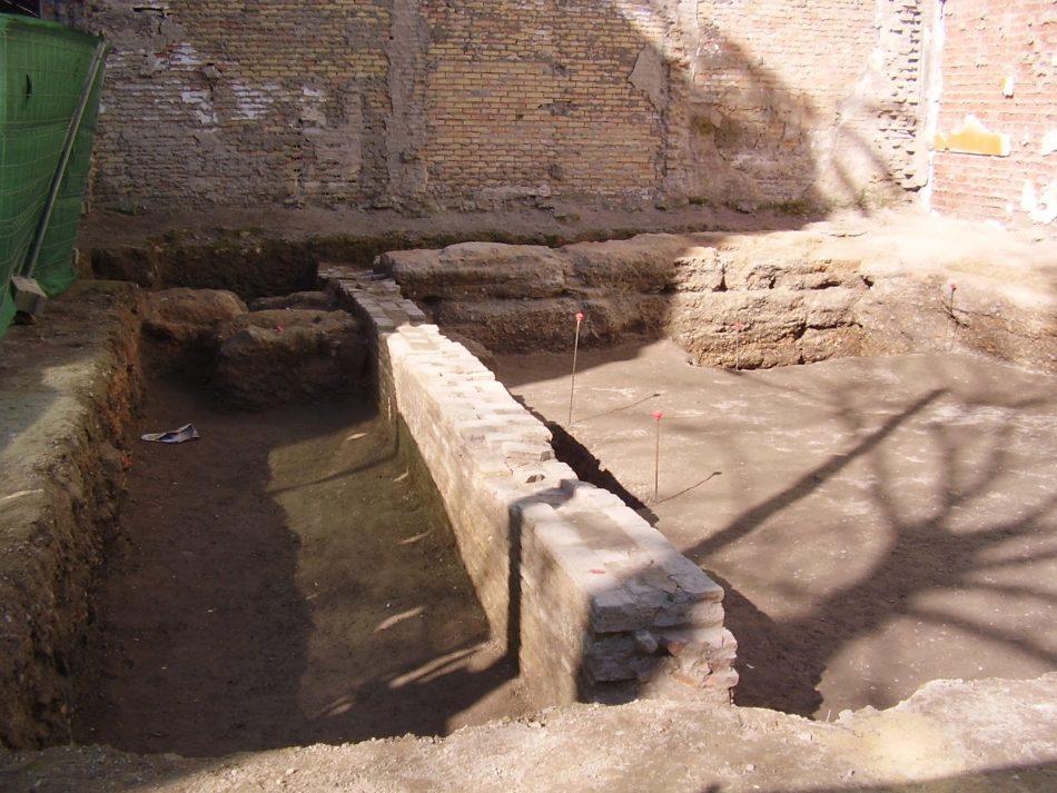Los trabajos para levantar un hotel de lujo en Sevilla descubren restos de una monumental muralla romana citada por Julio César