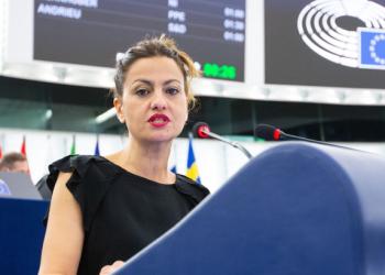 """Sira Rego señala que """"la compra conjunta de gas puede abaratar algo la factura de la luz, pero Bruselas debe asumir que el problema es el modelo de mercado"""""""