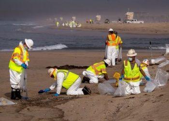 Declaran estado de emergencia en California por derrame de crudo