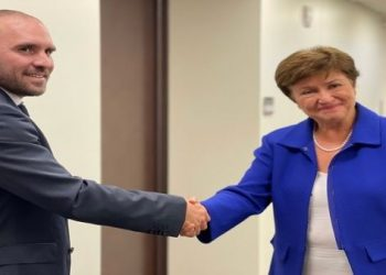 Ministro de Economía argentino y directora del FMI negocian deuda