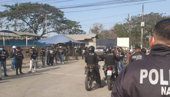 Hallan a siete reclusos más ahorcados en una penitenciería de Ecuador