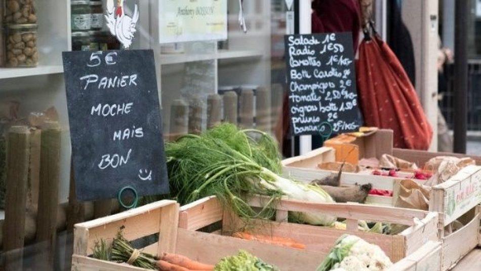Francia establece reducción del plástico en venta de verduras