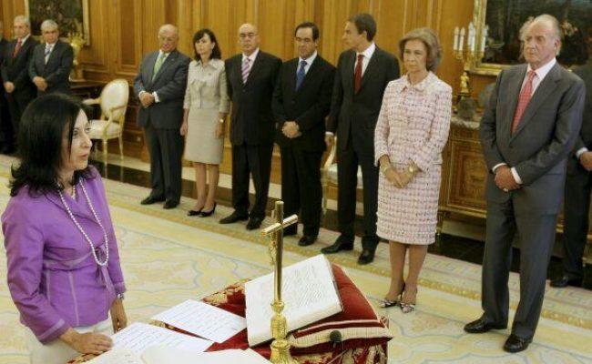 El excomisario del Cuerpo Nacional de Policía Villajero reconoce que Margarita Robles entregaba fondos reservados a la Casa Real en metálico