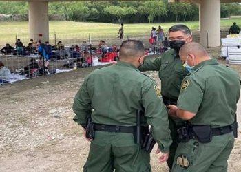 Detenciones de migrantes en EE.UU. alcanzan cifras récord
