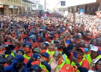 Trabajadores sudafricanos inician huelga indefinida