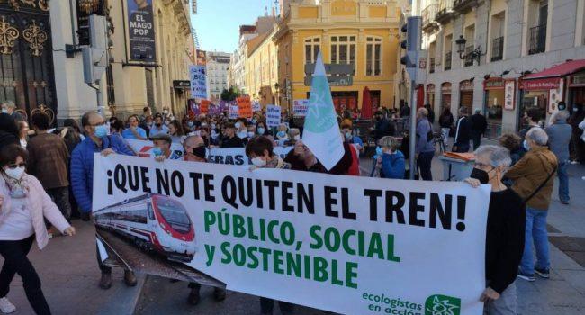 Gran manifestación por un ferrocarril público que vertebre el territorio y enfríe el planeta
